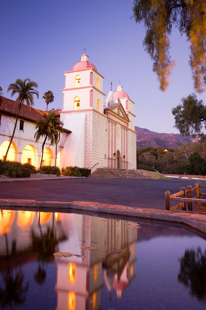 Stock Photo: 1566-870645 USA-California-Santa Barbara City-Santa Barbara Old Mission