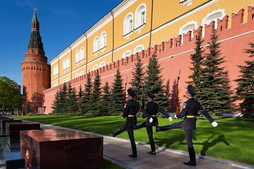 Russia, Moscow Oblast, Moscow, Kremlin, Alexandrovsky Garden and Tomb of the Unknown Soldier : Stock Photo