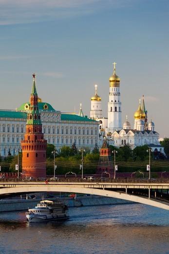 Russia, Moscow Oblast, Moscow, Kremlin, Kremlin view with Bolshoy Kameny Bridge, sunset : Stock Photo