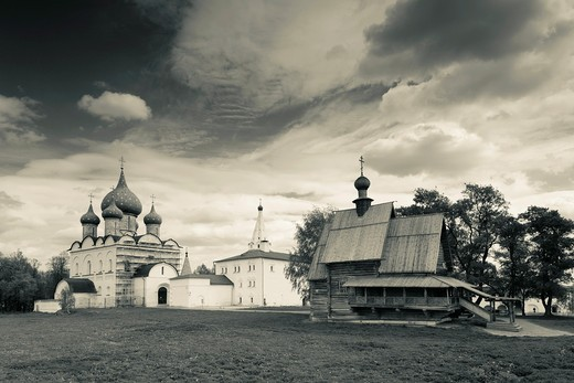 Stock Photo: 1566-871756 Russia, Vladimir Oblast, Golden Ring, Suzdal, Suzdal Kremlin, Nativity of the Virgin Cathedral and Saint Nicholas Wooden Church