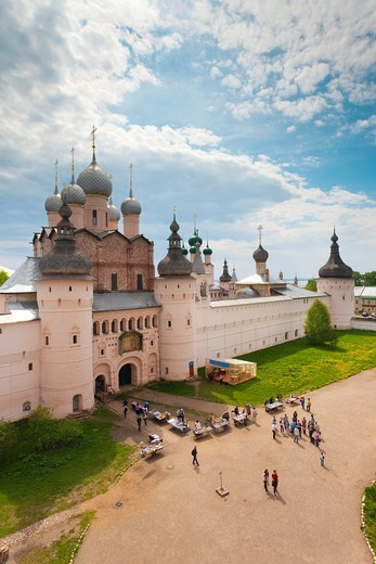 Stock Photo: 1566-871970 Russia, Yaroslavl Oblast, Golden Ring, Rostov-Veliky, elevated view of the Rostov Kremlin North Gate from the belltower