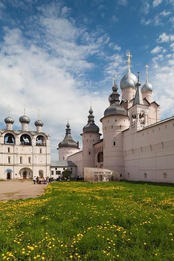 Stock Photo: 1566-871973 Russia, Yaroslavl Oblast, Golden Ring, Rostov-Veliky, Rostov Kremlin North Gate and belltower