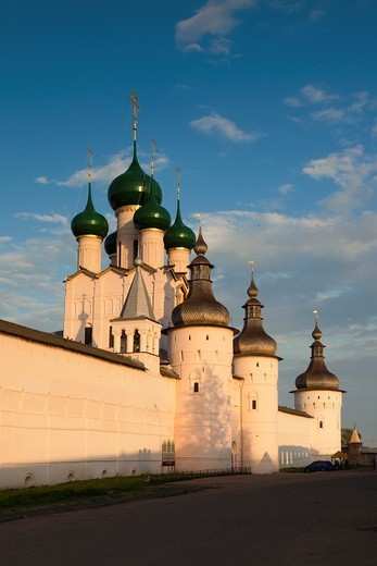 Russia, Yaroslavl Oblast, Golden Ring, Rostov-Veliky, Rostov Kremlin, West Gate, sunset : Stock Photo