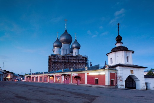 Stock Photo: 1566-872009 Russia, Yaroslavl Oblast, Golden Ring, Rostov-Veliky, Rostov Kremlin, Assumption Cathedral and northern walls, evening