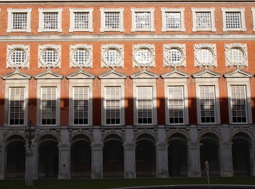 Fountain Court at Hampton Court Palace Surrey : Stock Photo