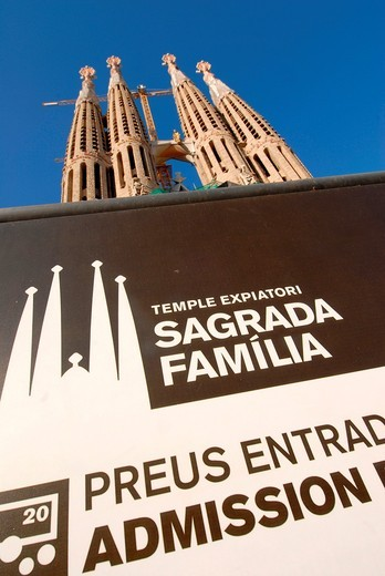 Stock Photo: 1566-874970 Works at Antoni Gaudi´s Sagrada Familia, Barcelona, Spain