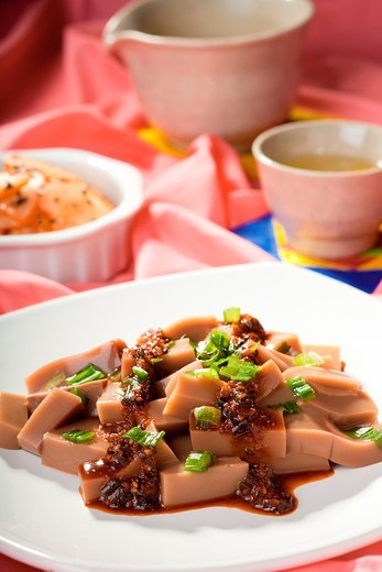 A Korean delicacy consisting of Mook made from acorns, kimchi, and tea : Stock Photo
