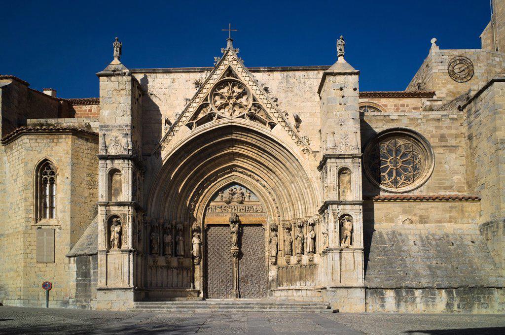 Puerta de los Apostoles. Facade of Gothic church of Santa María la Mayor 13th-14th century. Morella. Els Ports. Castellón province. Valencia. Spain. : Stock Photo