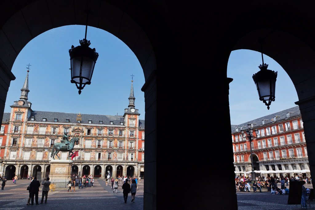 Stock Photo: 1566-877613 Madrid, Spain  Plaza Mayor  Equestrian statue of King Felipe III