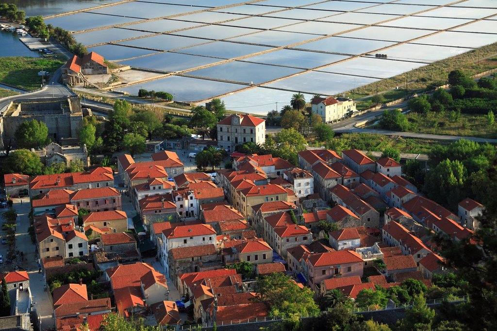 Stock Photo: 1566-877763 Town of Ston known for salt production, salt pans in the background, Peljesac peninsula, Croatia