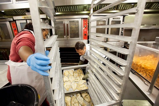 Washington, DC - Volunteers prepare meals at the DC Central Kitchen  The kitchen prepares 4,500 meals every day for homeless shelters, soup kitchens, afterschool programs, rehab clinics, and other social service agencies : Stock Photo