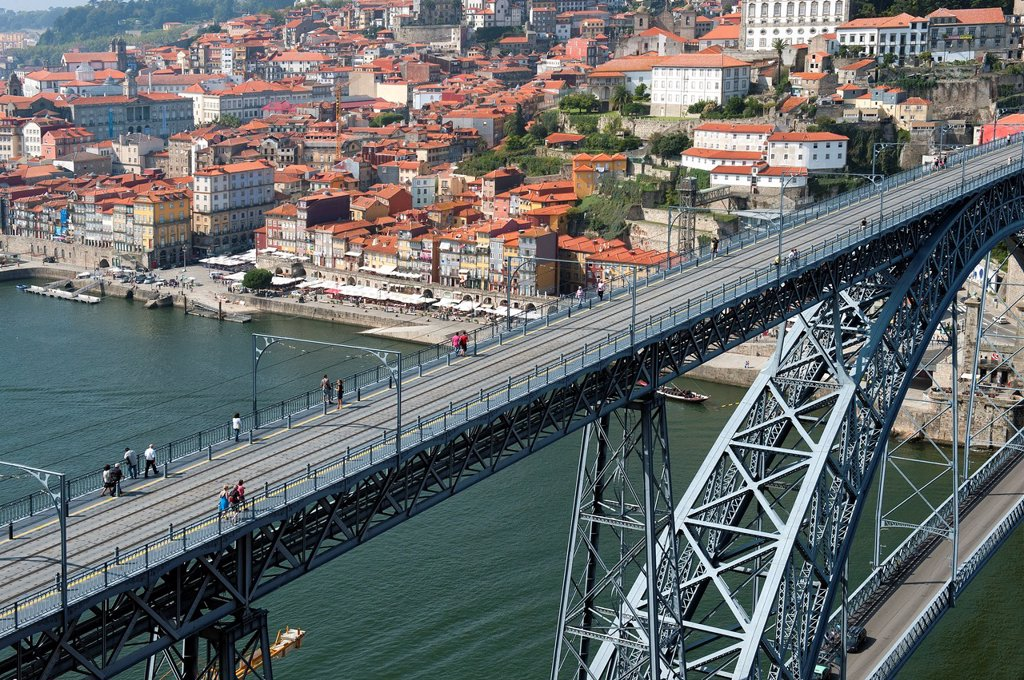 Stock Photo: 1566-880054 View over the Douro river and the Dom Luis I bridge, Porto, Portugal, Unesco World Heritage Site