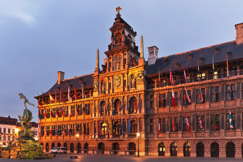 Stock Photo: 1566-882602 Marketplace ´Grote Markt´ with the town hall ´Stadhuis´ The town hall was built by Cornelis Floris de Vriendt 1561 to 1565 The building is 78 meters long, Flanders, Antwerp, Belgium, Europe