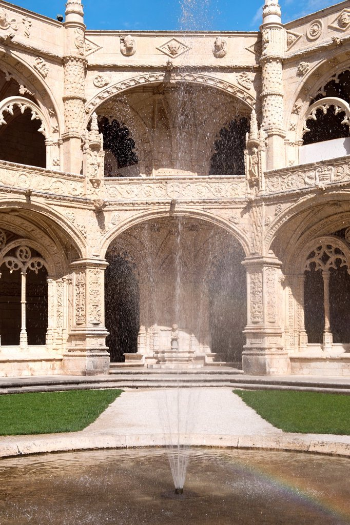 Courtyard of the two-storied cloister of the Mosteiro dos Jéronimos Monastery of the Hieronymites, Belem district, Lisbon, Portugal, Unesco World Heritage Site : Stock Photo
