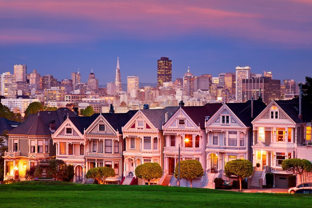 Twilight at the Painted Ladies overlooking the skyline of San Francisco, California, USA : Stock Photo