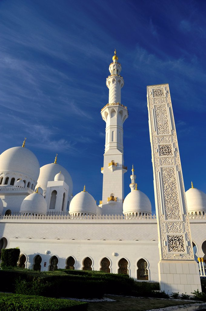 Stock Photo: 1566-884368 Abu Dhabi, United Arab Emirates  The majestic Sheikh Zayed Grand Mosque is probably the most imposing religious and national landmark in Abu Dhabi to date  It is also arguably one of the most important architectural treasures of contemporary UAE society -. Abu Dhabi, United Arab Emirates  The majestic Sheikh Zayed Grand Mosque is probably the most imposing religious and national landmark in Abu Dhabi to date  It is also arguably one of the most important architectural treasures of contemporary U