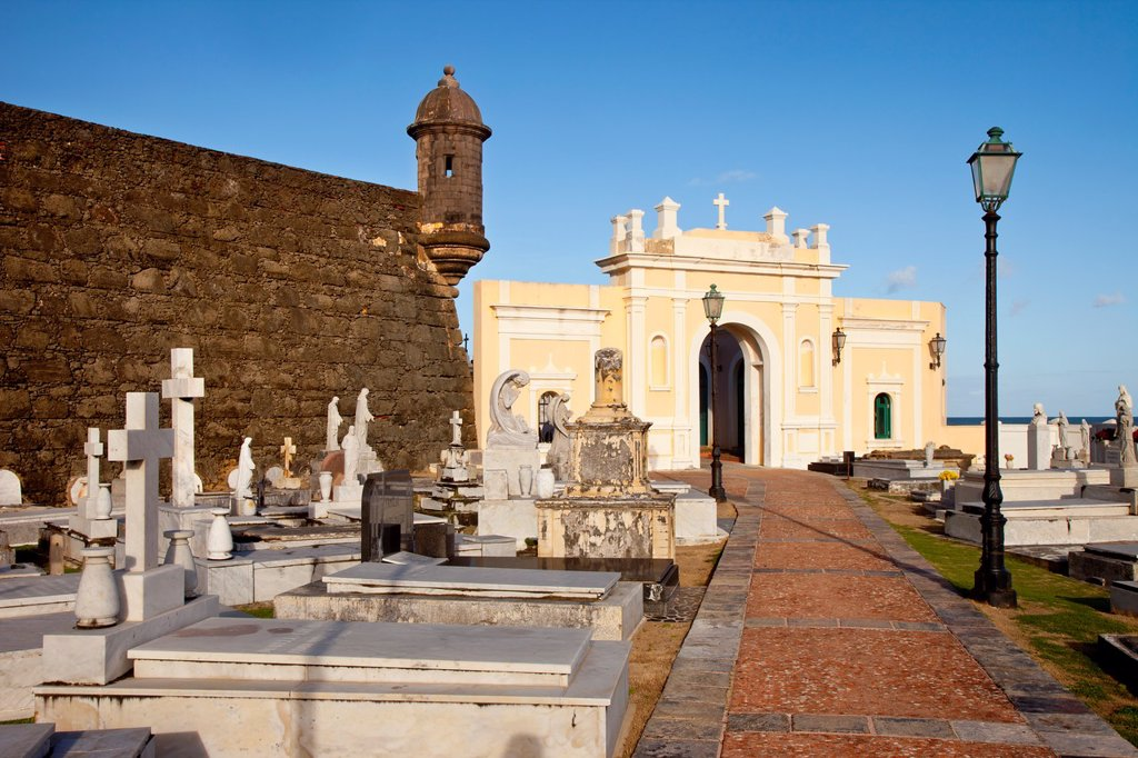 El Morro Fort stands guard over historic Santa Maria Magdalena de Pazzis Cemetery in old San Juan Puerto Rico : Stock Photo