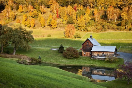Stock Photo: 1566-884546 Autumn at Sleepy Hollow Farm near Woodstock, Vermont USA