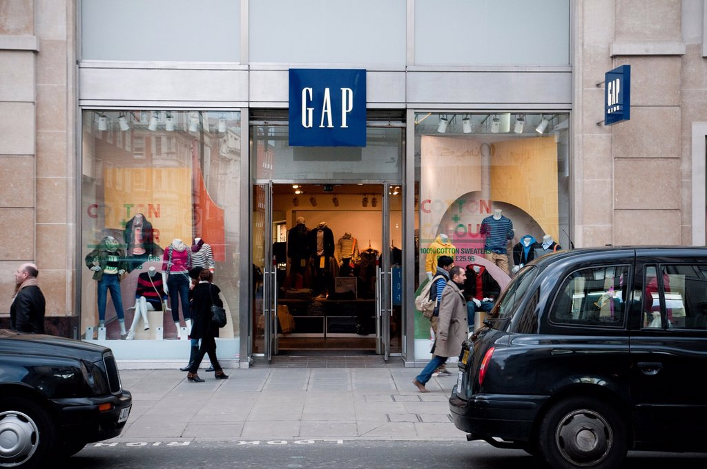 Gap shop entrance and banner at Oxford circus. : Stock Photo