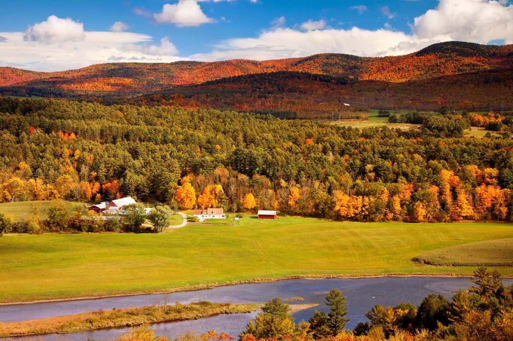 Automn view overlooking the Connecticut River into New Hampshire, USA : Stock Photo