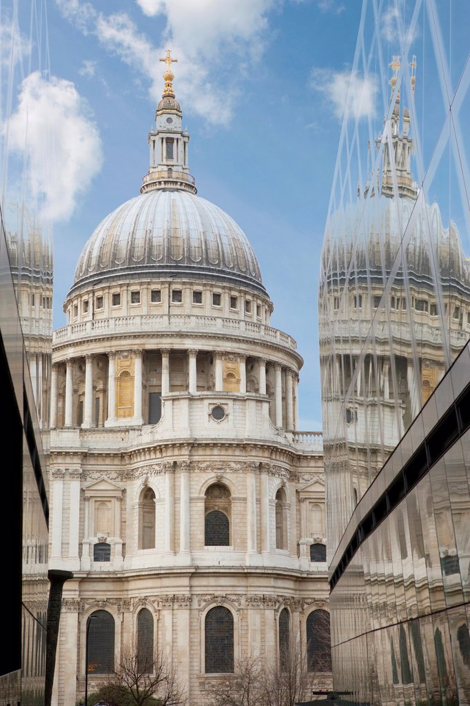Stock Photo: 1566-888974 St  Pauls Cathedral, London, England