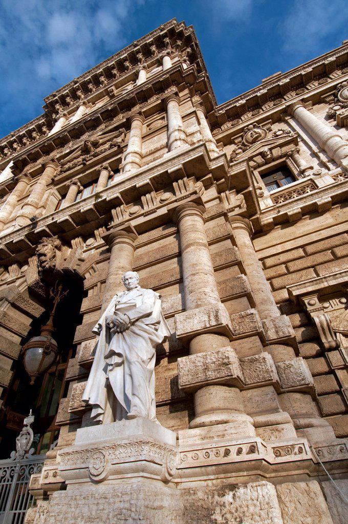 Front view of building The Palazzo di Giustizia or Palazzaccio, seat of the Corte Suprema di Cassazione, constitutional court, by architect, Guglielmo Calderini, 1888 - 1911, Piazza del Quirinale, Rome, Italy : Stock Photo