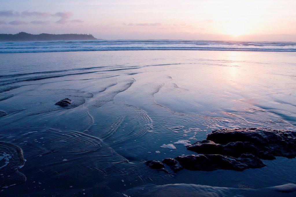 Sun sets over Cox Bay, Tofino, BC, Canada : Stock Photo