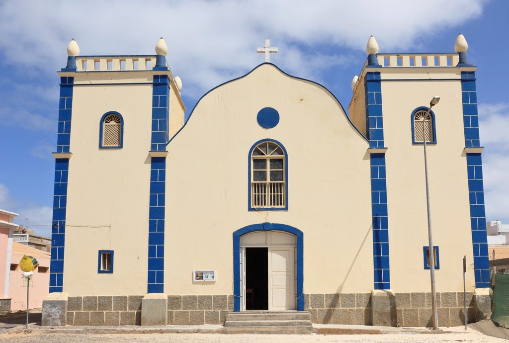 Largo Santa Isobel, Sal Rei, Boa Vista, Cape Verde Islands, Africa  Catholic Church of St  Isobel : Stock Photo
