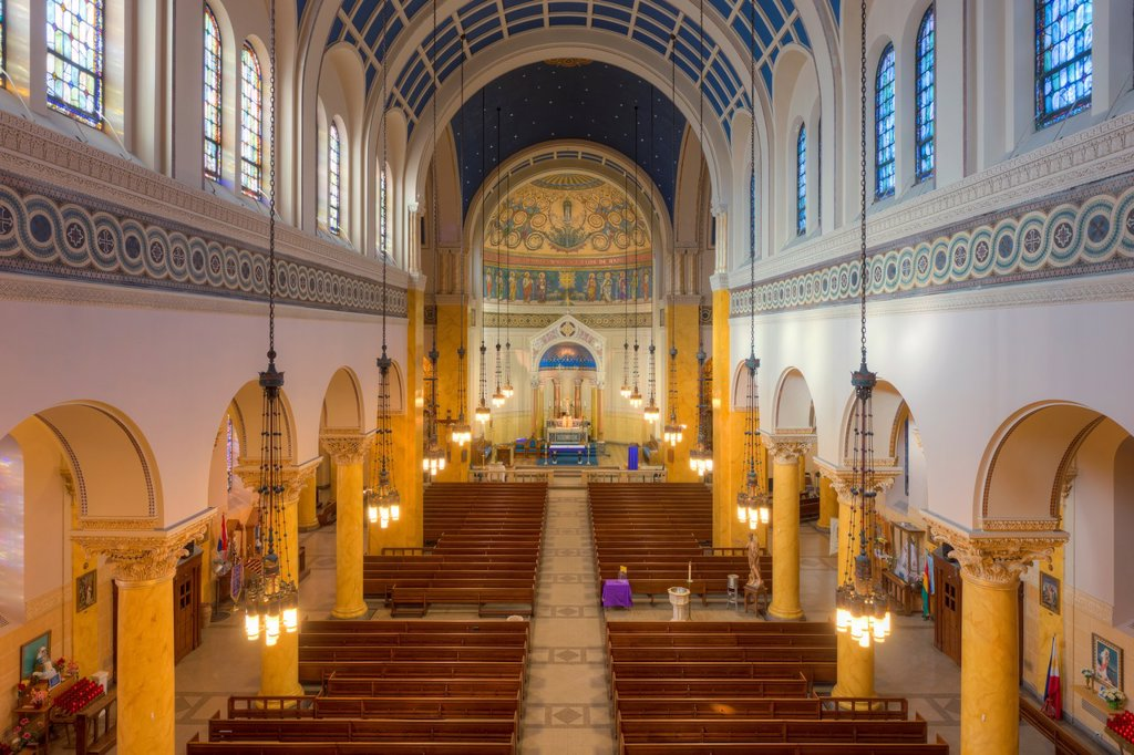 The beautiful interior of St  Mary´s Church, one of the churches in the Parish of the Resurrection, in Jersey City, New Jersey : Stock Photo