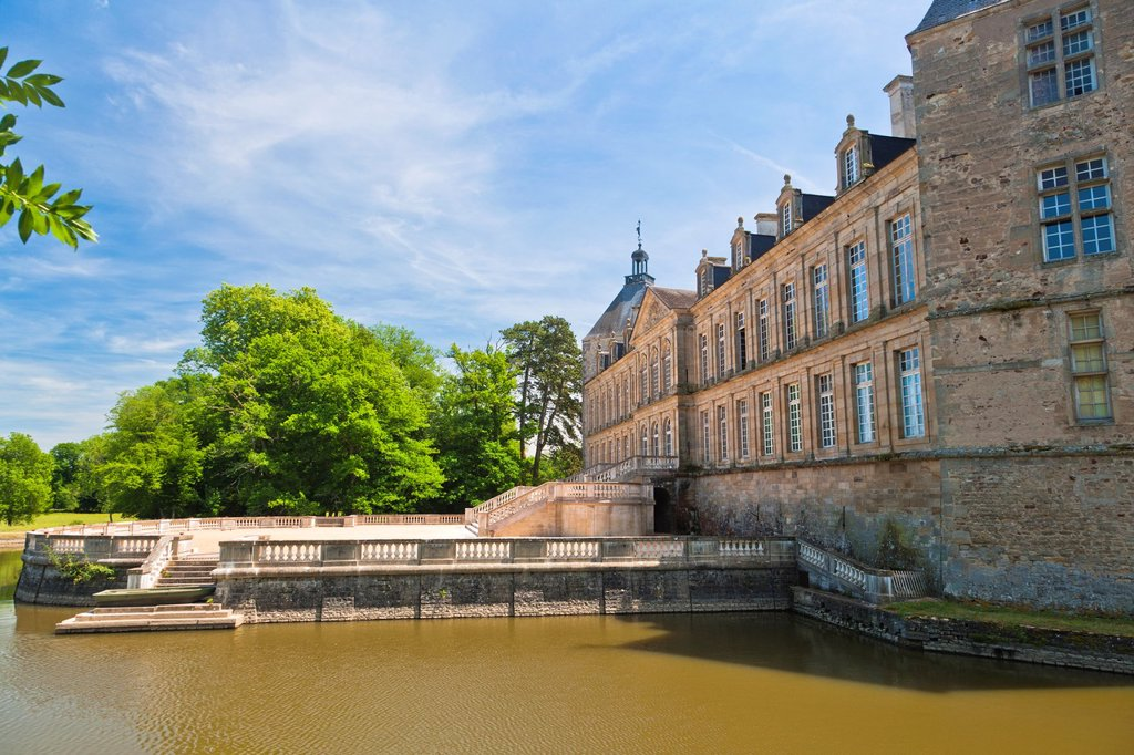 Stock Photo: 1566-892668 The picturesque castle of Sully, Burgundy, France, Europe