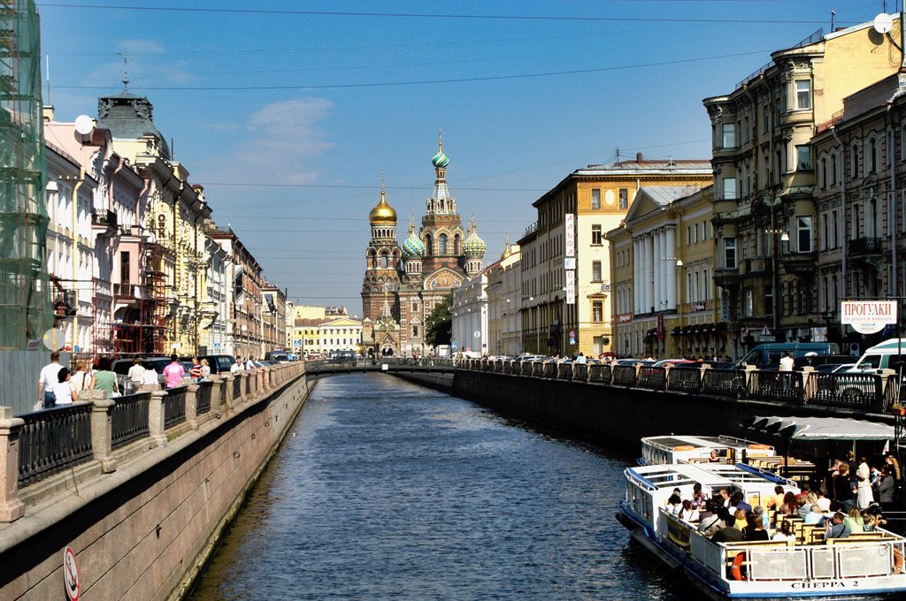 Stock Photo: 1566-892787 Russia, St  Petersburg, Griboyedova Canal, Church of Our Saviour on Spilled Blood in the background