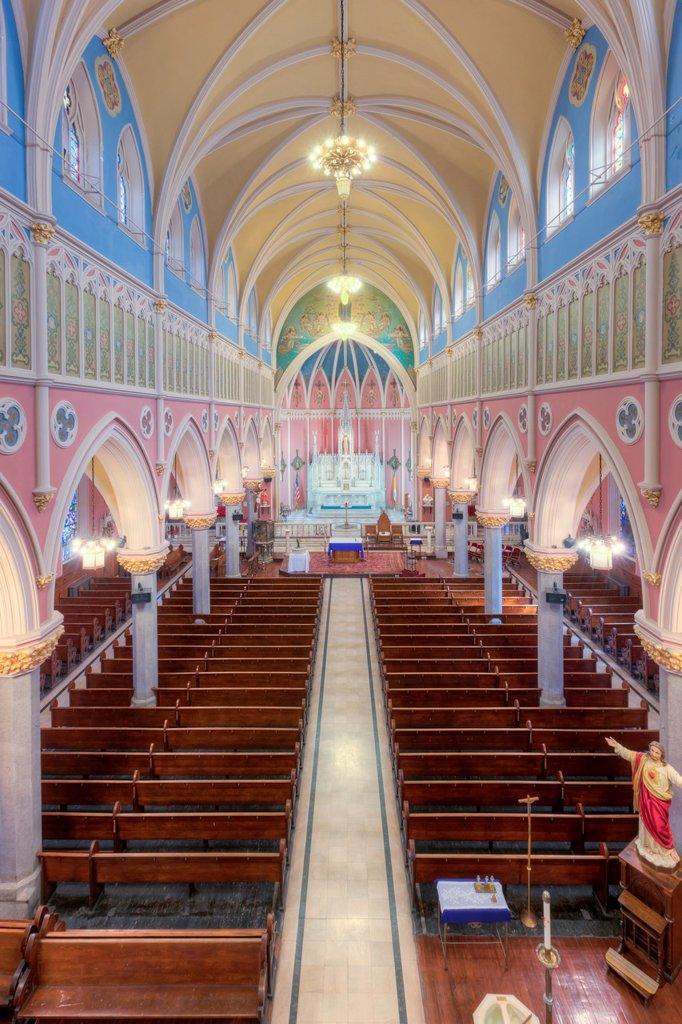 The beautiful interior of St  Bridget´s Church, one of the churches in the Parish of the Resurrection, in Jersey City, New Jersey : Stock Photo