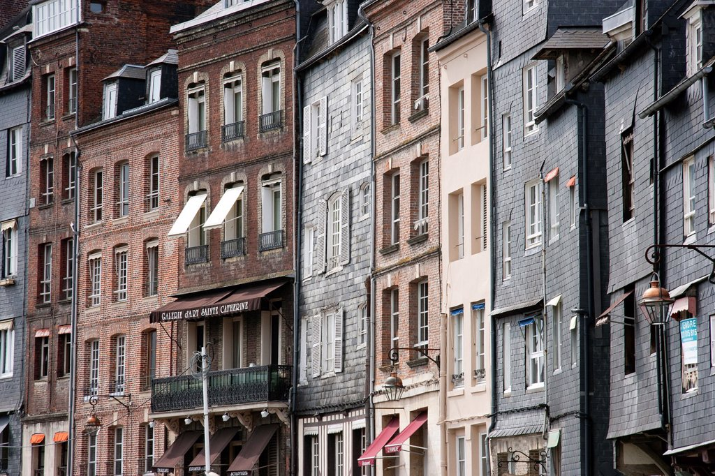 Stock Photo: 1566-893751 Honfleur, Normandy, France, Old street, house facades
