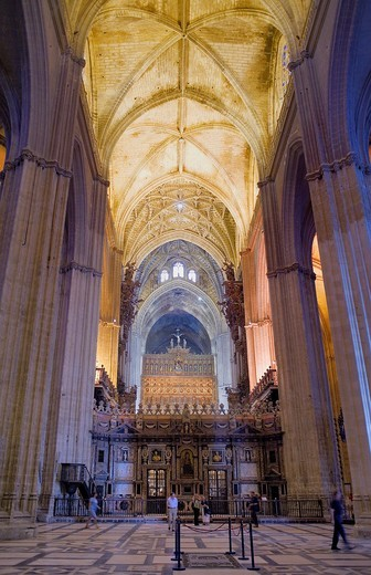 Stock Photo: 1566-895035 Vaults of central nave, cathedral of Sevilla,Sevilla,Andalucía,Spain