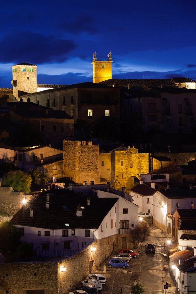 Stock Photo: 1566-896430 Spain, Extremadura Region, Caceres Province, Caceres, Ciudad Monumental, Old Town, elevated town view, dusk