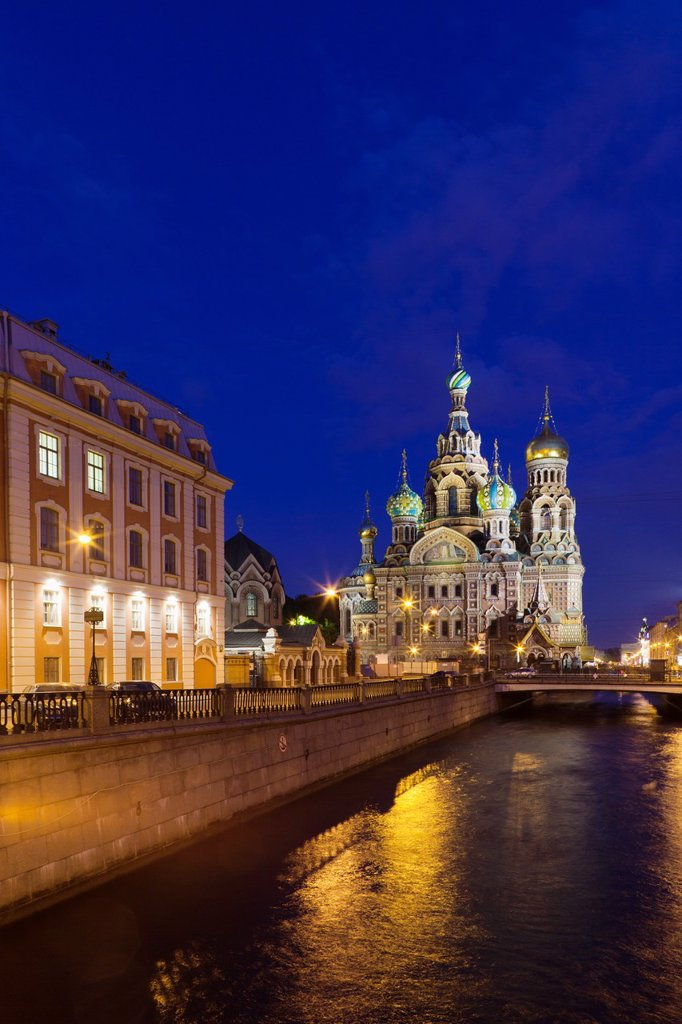 Stock Photo: 1566-898136 Russia, Saint Petersburg, Center, Church of the Saviour of Spilled Blood on Griboedov Canal, exterior, evening