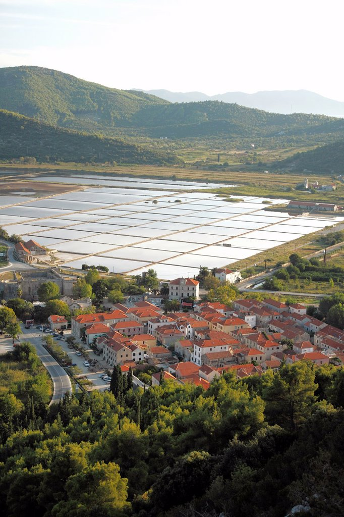 Stock Photo: 1566-898458 Town of Ston known for salt production, salt pans in the background, Peljesac peninsula, Croatia