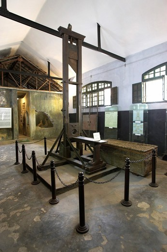 Guillotine infamous French and Vietnamese Hoa Lo prison also called the Hanoi Hilton Vietnam : Stock Photo