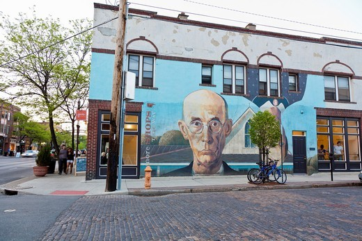 Side of building in Columbus, Ohio painted by Steve Galgas and Mike Altman is similar to famous painting American Gothic by Grant Wood : Stock Photo