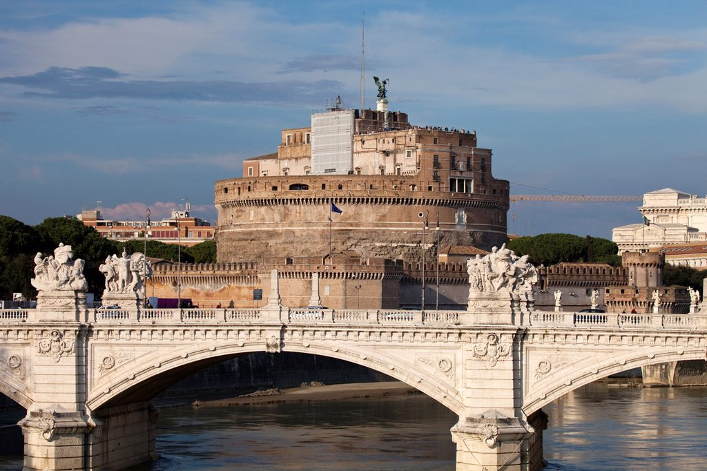 Stock Photo: 1566-900685 The Papal fortress of Castel Sant´Angelo seen from Vittorio Emanuele II bridge, Rome, Italy, Europe