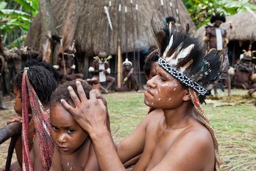 Stock Photo: 1566-901900 Dani Women lousing, Baliem Valley, West Papua, Indonesia