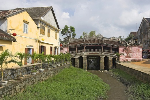 Japanese 17th century covered bridge Hoi An historic town Vietnam : Stock Photo