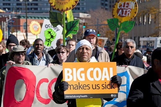 Detroit, Michigan - The Sierra Club, the Michigan Welfare Rights Organization, and Occupy Detroit picketed DTE Energy, calling for clean and affordable energy and an end to utility shutoffs for DTE´s gas and electric customers : Stock Photo
