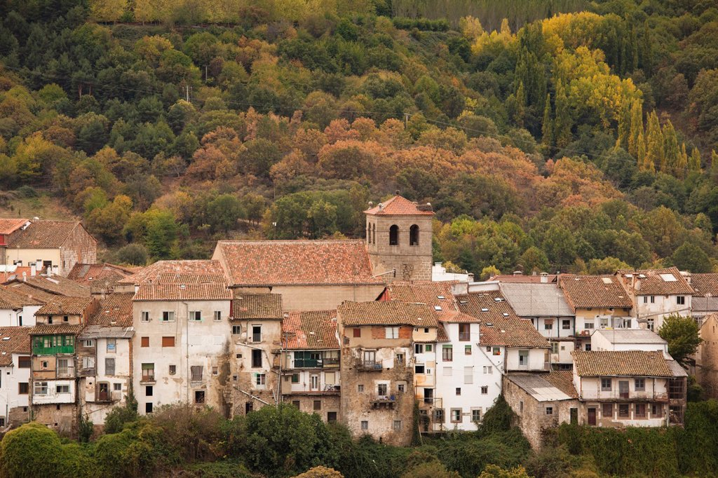 Stock Photo: 1566-903897 Spain, Castilla y Leon Region, Salamanca Province, Bejar, elevated town and church view