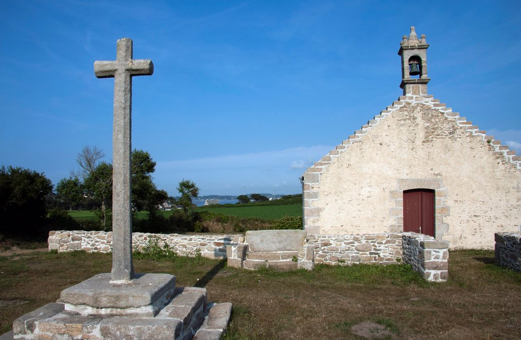 Stock Photo: 1566-904091 Calvary Chapel and, Pays des Abers, Finistère, Brittany, France