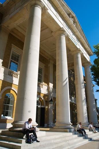 Saachi Gallery exterior Chelsea borough London England UK Europe : Stock Photo