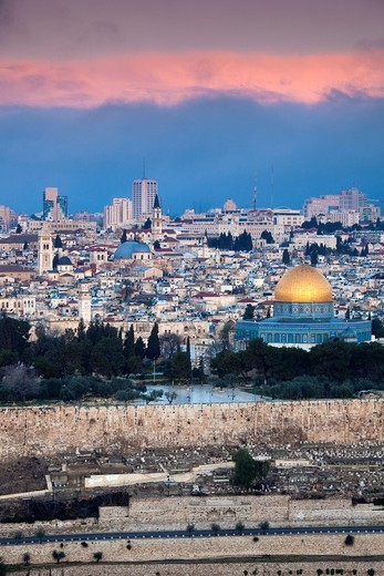 Stock Photo: 1566-904540 Israel, Jerusalem, elevated city view with Temple Mount and Dome of the Rock from the Mount of Olives, dawn