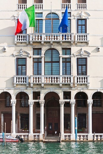 Close up of a beautiful palazzo at the Canale Grande (Grand Canal) in Venice, Italy, Europe : Stock Photo