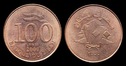 100 Livres coin, Lebanon, 2000 : Stock Photo