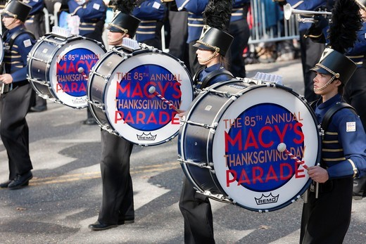 Members of the Legacy High School Lightning Marching band, from Bolder, Colorado, perform during the annual Macy´s Thanksgiving Day Parade on Thursday, November 24, 2011 in New York City, New York, USA : Stock Photo